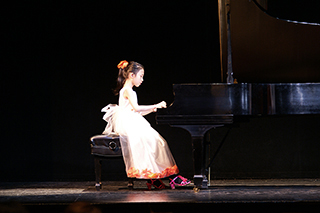 Photo Gallery of YM PIANO STUDIO in Central New Jersey, East Windsor. Final Round performance of JENNIFER LIU, piano student of Yevgeny Morozov.